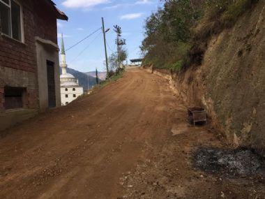 Çambaşı Mahallesi Gürpınar Mevkii yol bakım ve onarım çalışmaları devam ediyor.